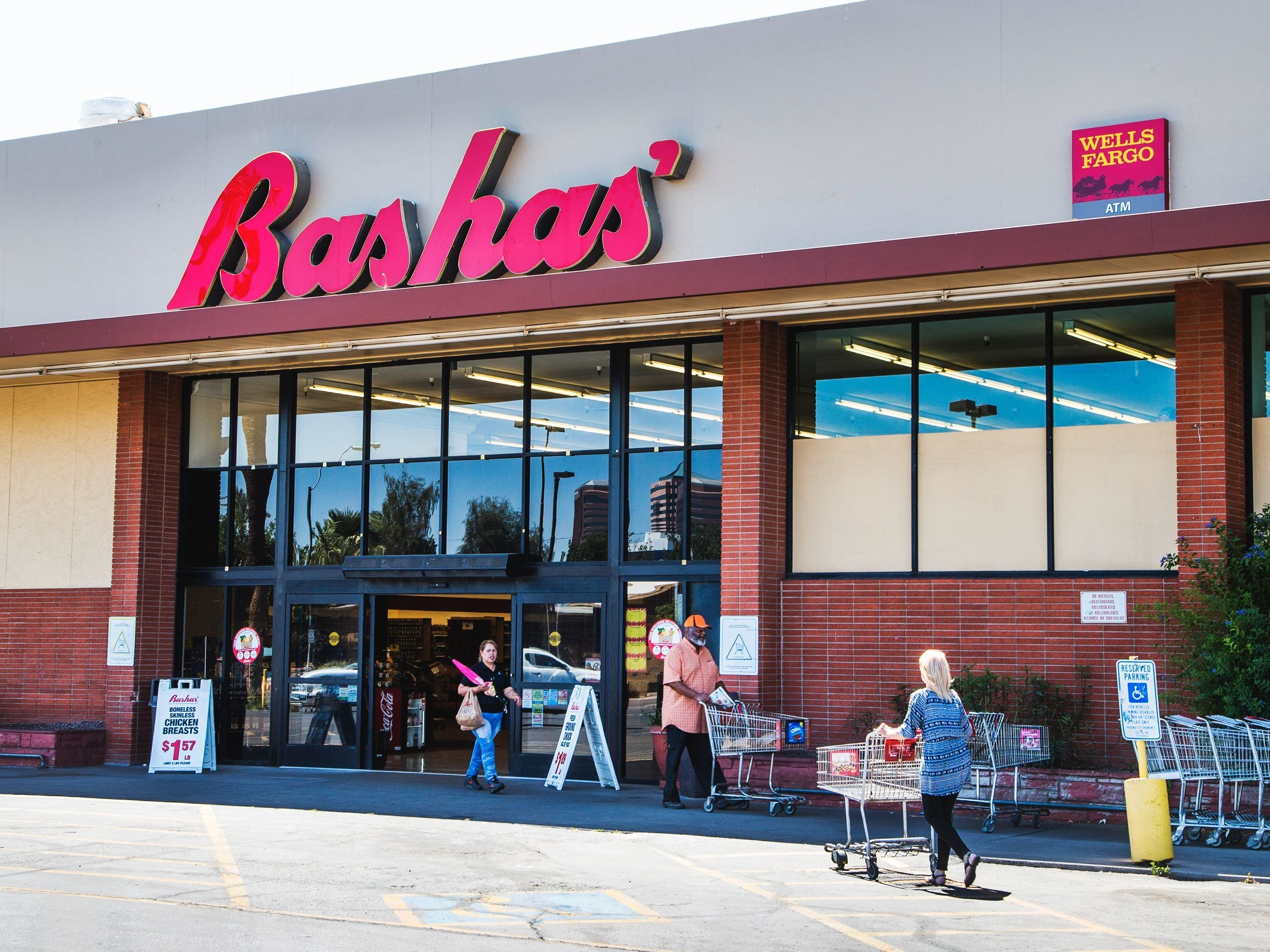 Bashas', hiring 100. The grocer is adding positions across the state. More info:hrapply.com/bashas/AppIndex.jsp.