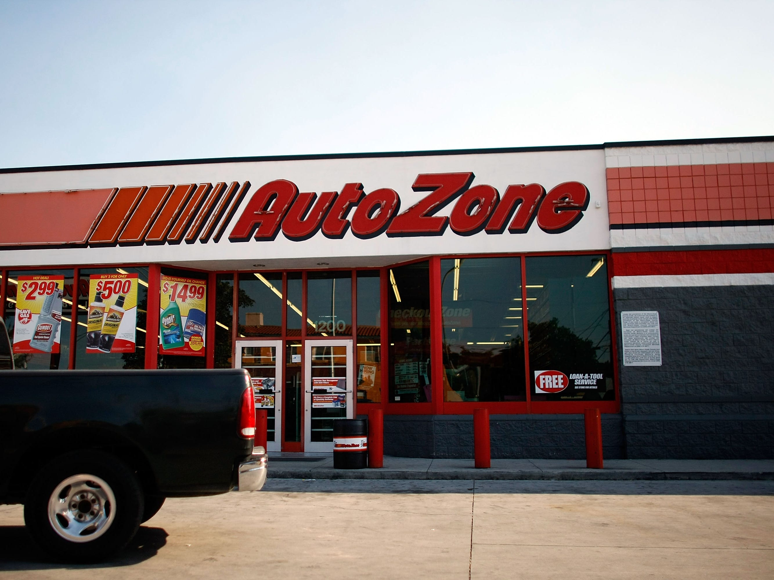AutoZone, hiring 200. The auto parts company has jobs ranging from shift supervisor to retail sales associate. More info:careers.autozone.com.