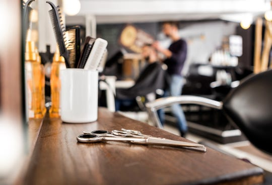 A barber who has been providing haircuts at a barbershop in the Hudson Valley tested positive this week for COVID-19.