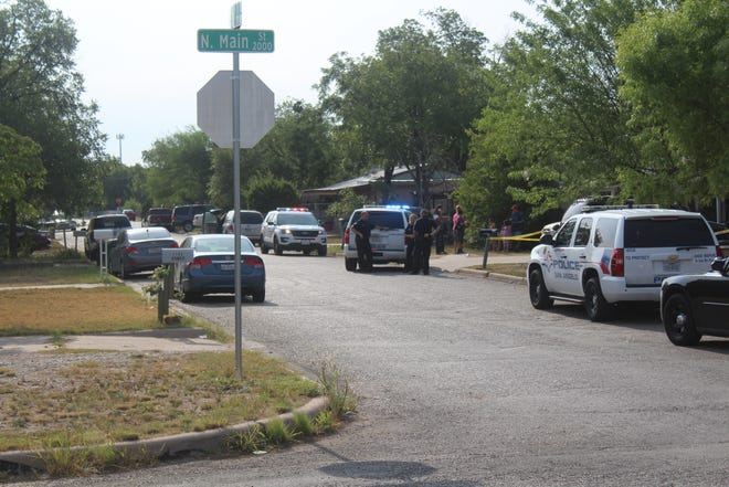 Police respond to a shooting call at 8 a.m. Thursday, Aug. 2, 2018 in the 1100 block of E 20th Street.