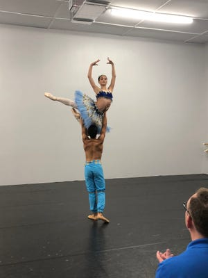 Aleana Perez and Antonio Lopez perform Le Corsaire Pas de Deux at St. Lucie Ballet.
