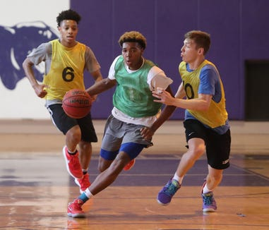Hendrick Hudson's Mekhi Gray, center, during a Hudson Valley boys basketball team practice at the Masters School in Dobbs Ferry Aug. 1, 2018. They will be competing in the BCANY Summer Hoops Festival in Johnson City Aug. 3-5.