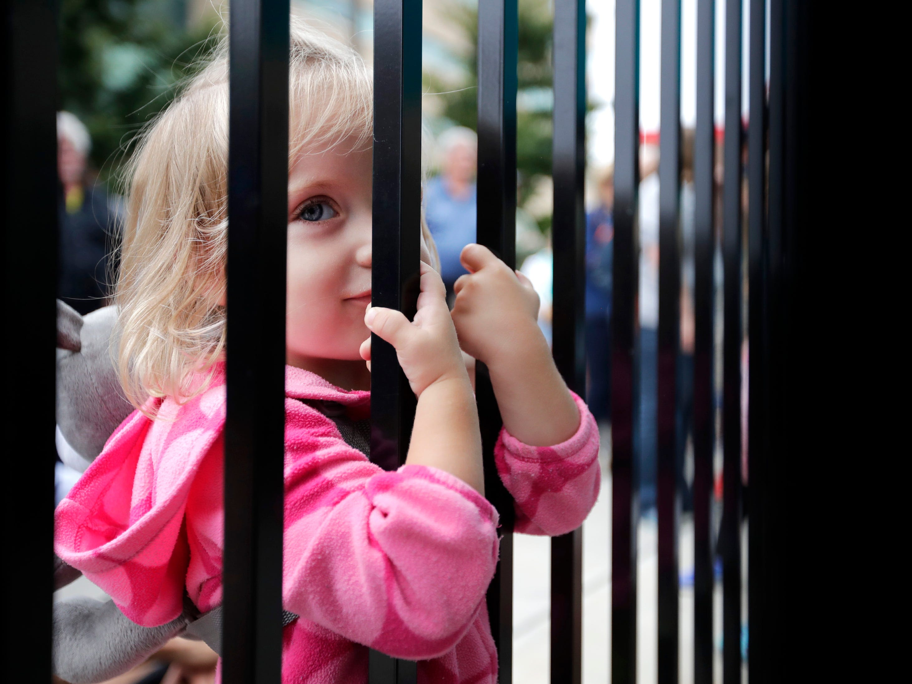 Isabella Beck, 2, of Kaukauna, watches Mira Goto perform on the Bazil's Pub Patio through the fence during the first day of Mile of Music Thursday, Aug. 2, 2018, in Appleton, Wis.Danny Damiani/USA TODAY NETWORK-Wisconsin