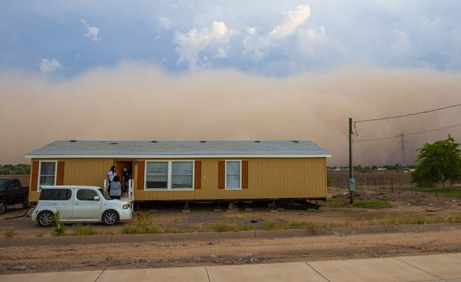 A monsoon dust storm rolls over the Salt River Pima-Maricopa Indian Reservation near Phoenix August 2, 2018.