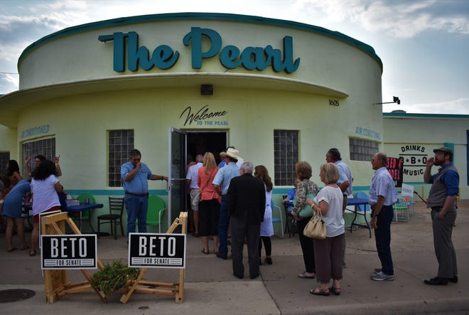 A line snakes out the door of the Concho Pearl Icehouse for a campaign event with U.S. House Rep. Beto O'Rourke on August 2, 2018.