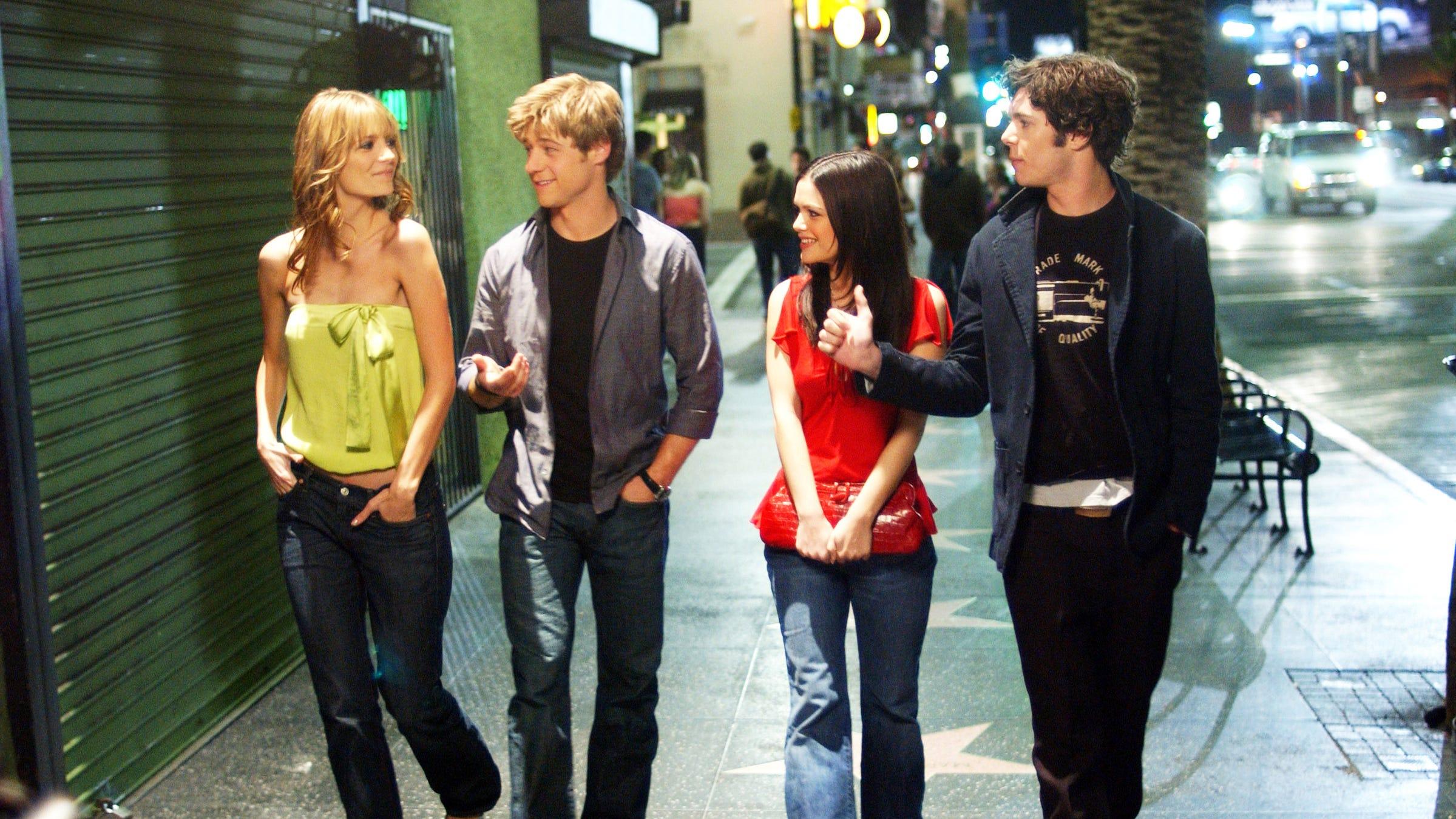 Marissa Cooper (Mischa Barton) often paired strapless tops with jeans.