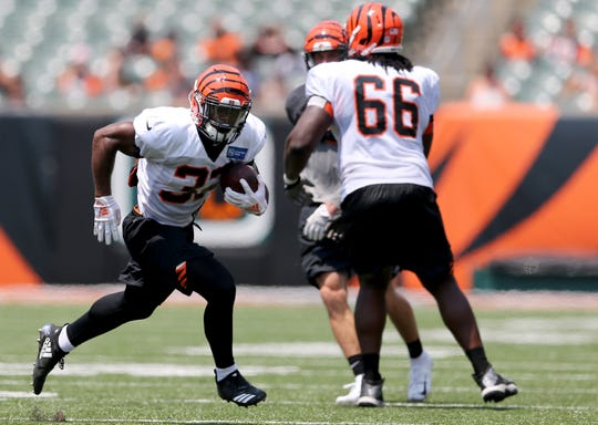 Cincinnati Bengals running back Tra Carson (33) carries the ball during Cincinnati Bengals training camp practice, Saturday, Aug. 4, 2018, at Paul Brown Stadium in Cincinnati.