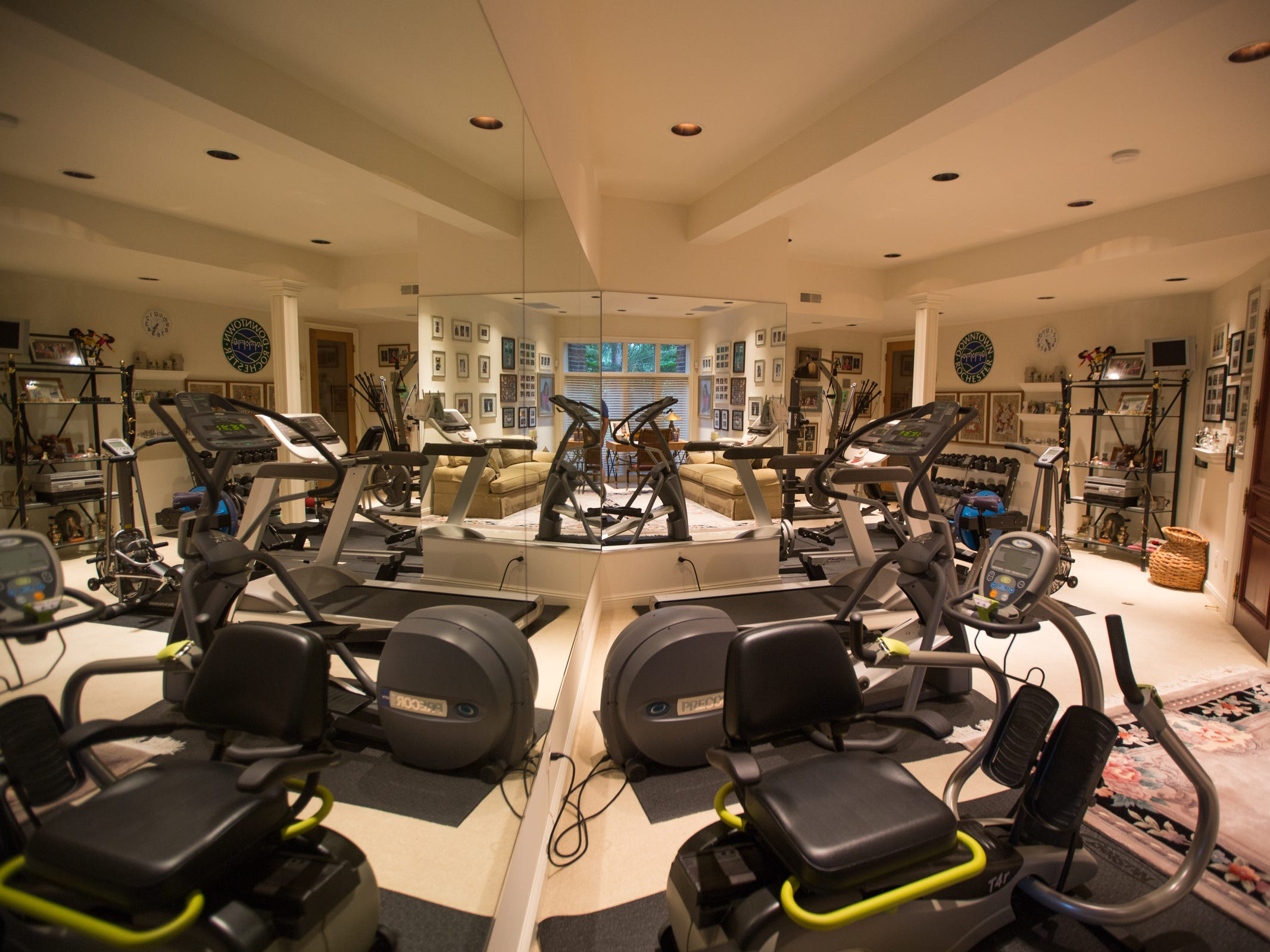 The home's exercise space oi the lower level.