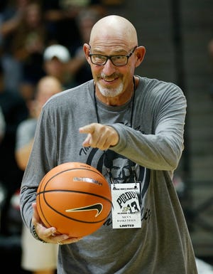 The Purdue faithful applaud as Larry Clisby walks onto Keady Court to present the game ball before the start of the the Purdue Alumni basketball game Saturday, August 4, 2018, at Mackey Arena. The long-time radio voice of Boilermakers basketball is battling cancer. The Black team defeated the Gold 101-91.