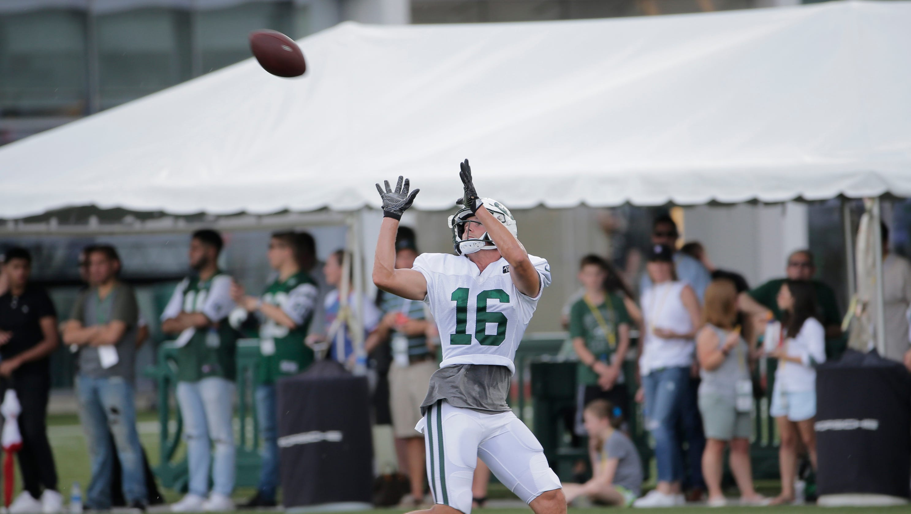 e9732df3ecc Jets WR Chad Hansen on throwing with Sam Darnold this summer, how he's  better in Year 2