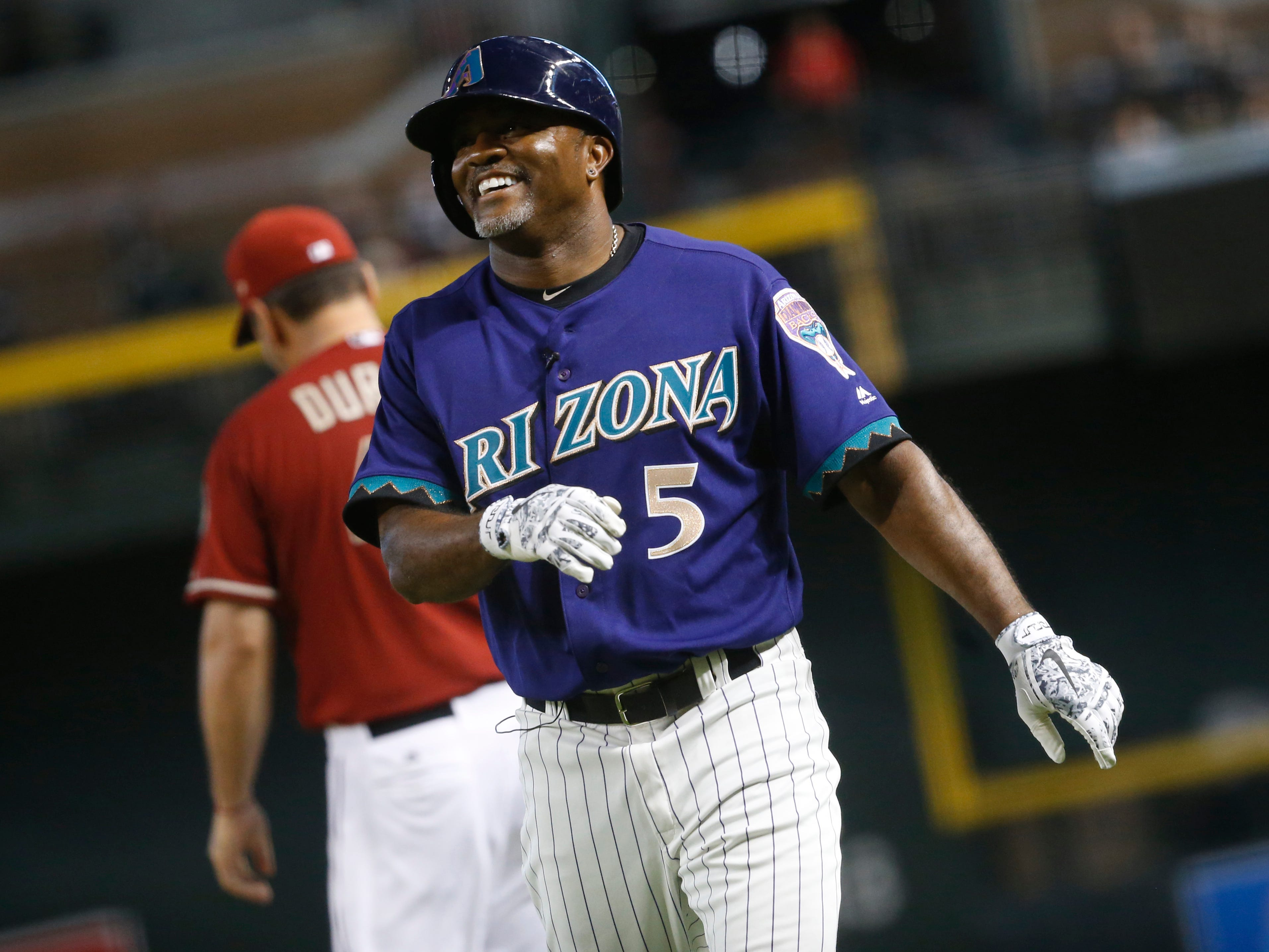 Diamondbacks Purple team's Tony Womack (5) reacts after grounding out against the Red team during the Generations Diamondbacks Alumni game at Chase Field in Phoenix, Ariz. on Aug. 4, 2018.