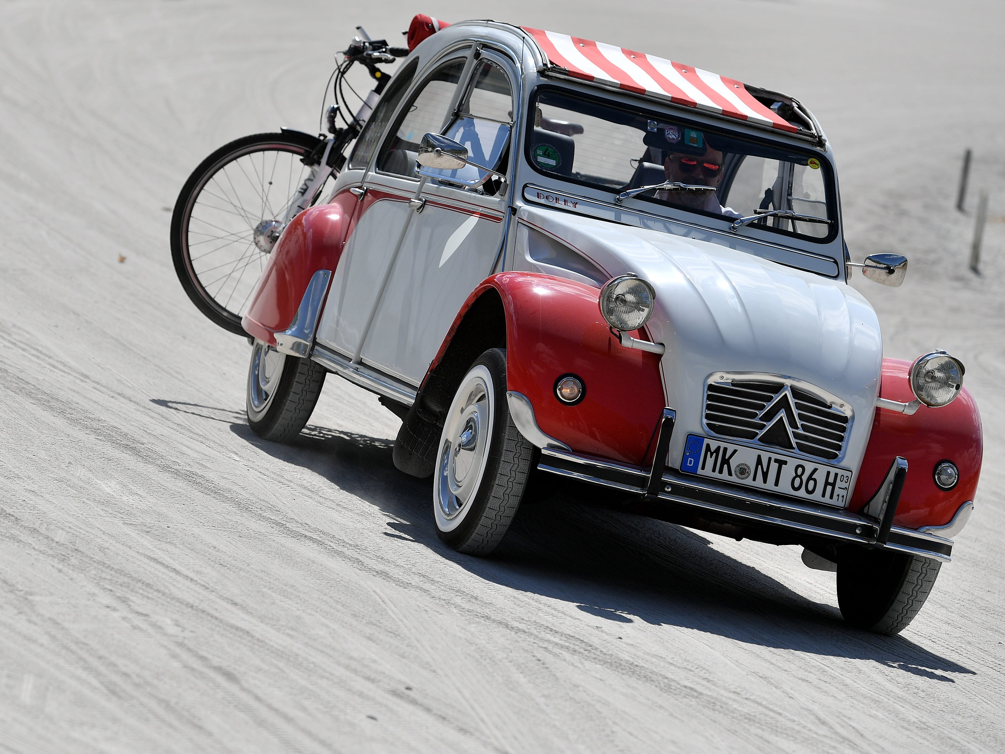 epa06928539 A Citroen 2CV at the 8th International Germany Citroen 2CV meeting at the trotting track in Dinslaken, Germany, 05 August 2018. More than 1,000 fans of the French cult car from many countries, gazed numerous maintained examples of the cult 'duck' in all colours and versions.  EPA-EFE/SASCHA STEINBACH