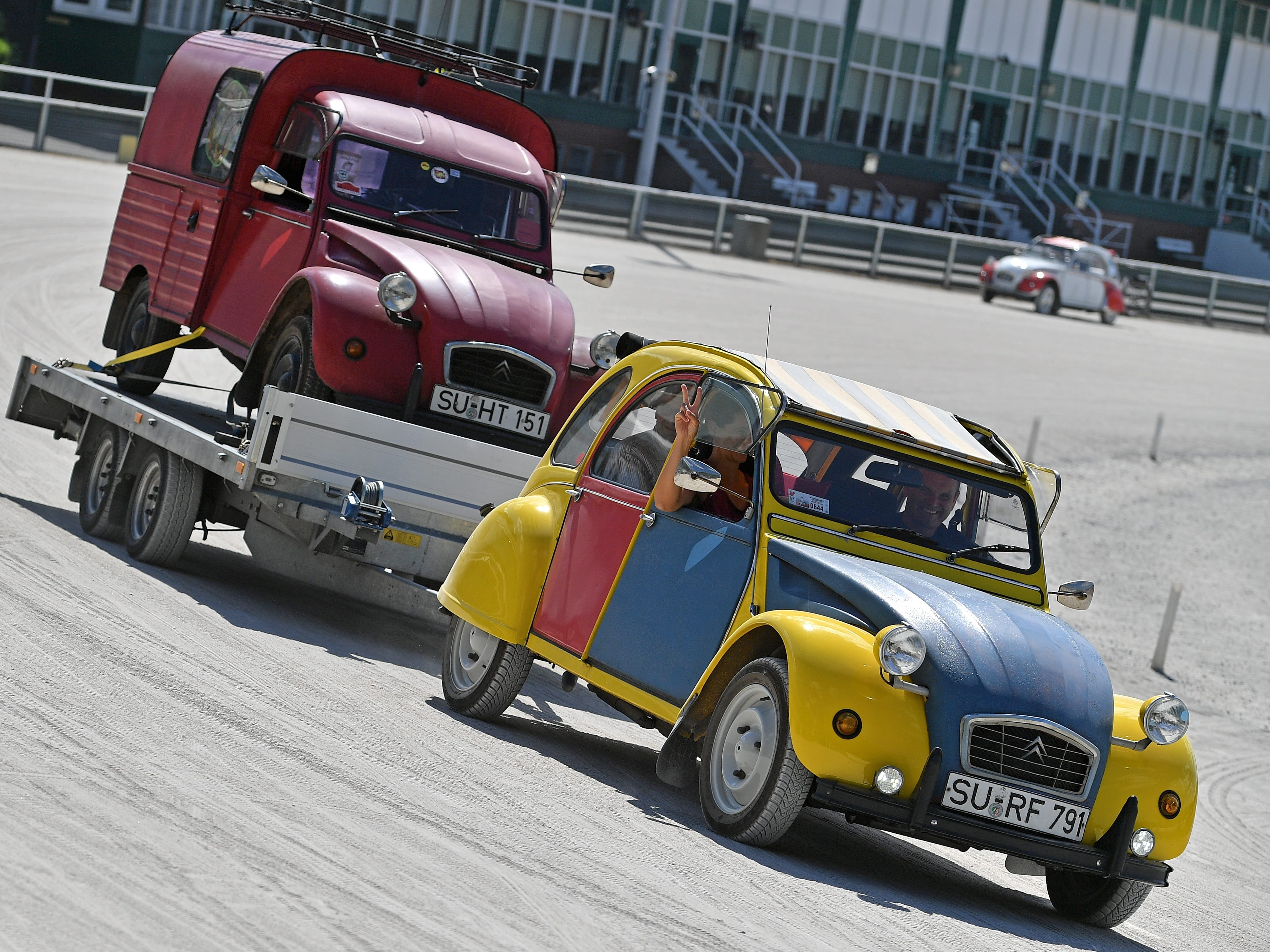 epa06928534 A Citroen 2CV with a trailor at the 8th International Germany Citroen 2CV meeting at the trotting track in Dinslaken, Germany, 05 August 2018. More than 1,000 fans of the French cult car from many countries, gazed numerous maintained examples of the cult 'duck' in all colours and versions.  EPA-EFE/SASCHA STEINBACH