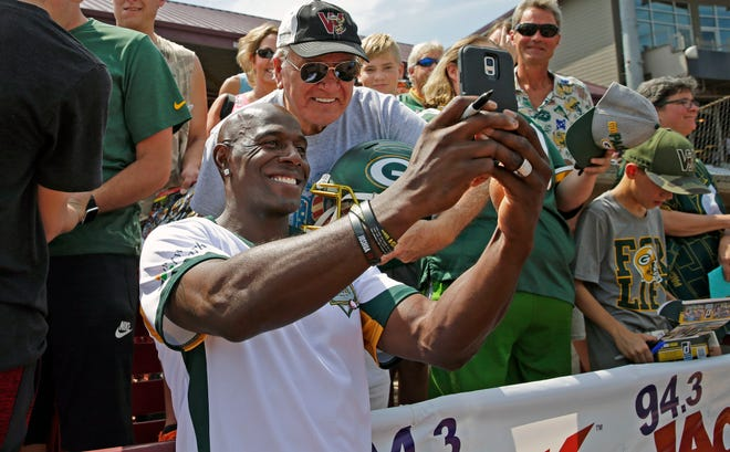 Donald Driver's charity softball game is in jeopardy, so the former Green Bay Packers standout is hosting a radio telethon to raise money for Covid-19 relief.