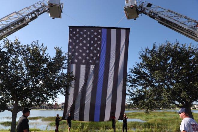 A 'thin blue line' flag. File.