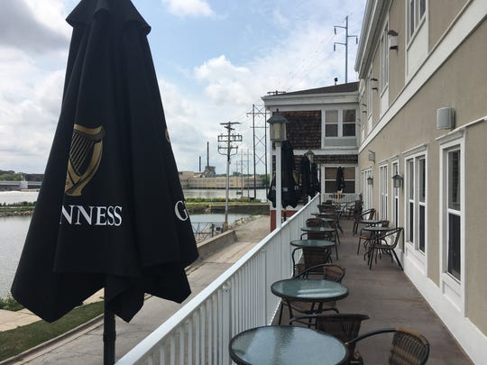 The Irish touches, like Guinness umbrellas, have started to show at Ennis Inn Irish Pub. The former Cafe Chanson recently developed a new name and theme.