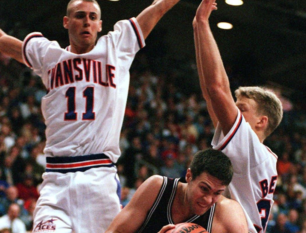 -  -Southwest Missouri State's Danny Moore drives around Evansville's Craig Snow, right, and Jeremy Stanton, left rear, in the first half at Roberts Stadium in Evansville, Ind., Monday, Feb. 22, 1999. (AP Photo/The Evansville Courier & Press, Gary Admire)