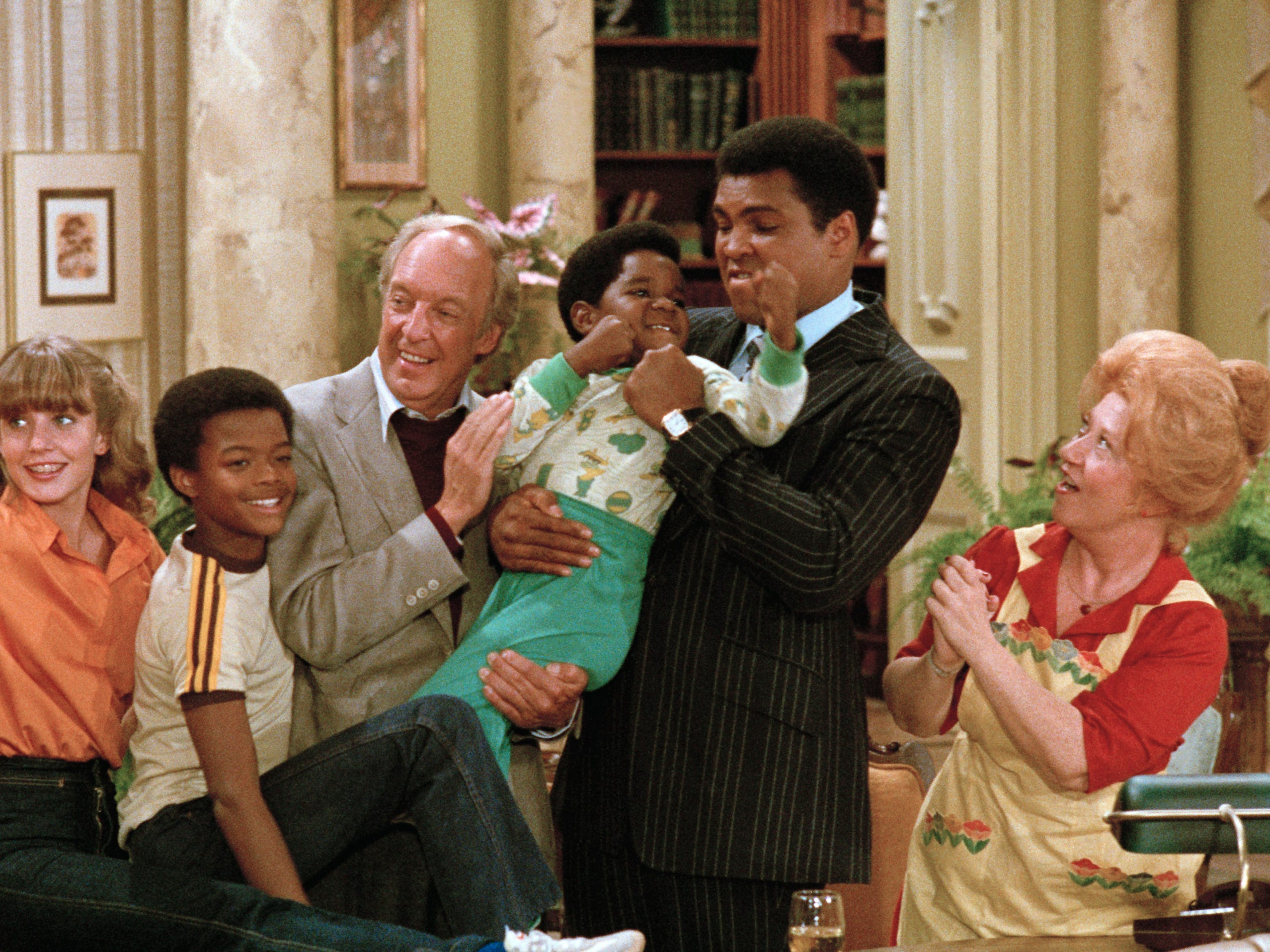 """""""The Hero""""  episode of DIFF'RENT STROKES Aired Oct. 24, 1979 and featured Dana Plato as Kimberly Drummond, Todd Bridges as Willis Jackson, Conrad Bain as Philip Drummond, Gary Coleman as Arnold Jackson, Muhammad Ali as Himself, Charlotte Rae as Edna Garrett"""