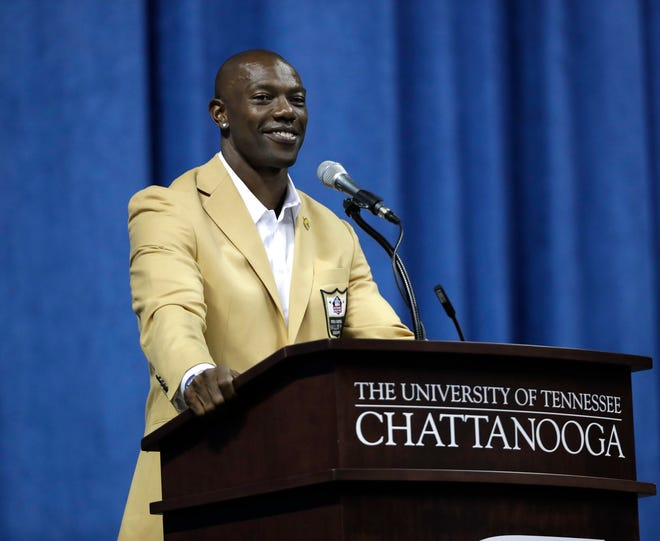 Terrell Owens skipped the festivities in Canton to hold his own Hall of Fame ceremony at his alma mater, UT-Chattanooga.