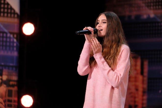 Singer Makayla Phillips earned Heidi Klum's Golden Buzzer