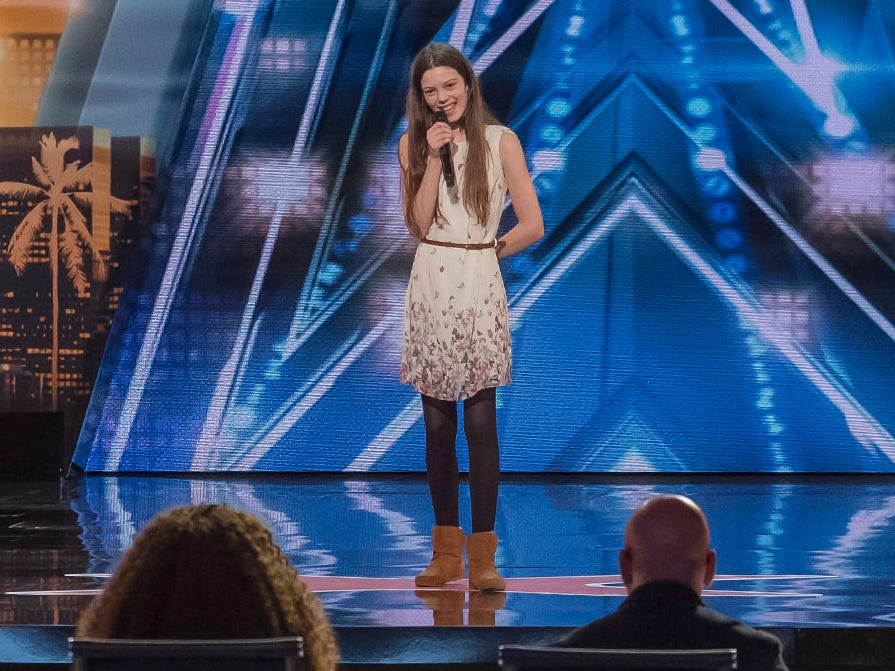 Singer Courtney Hadwin earned Howie Mandel's Golden Buzzer.