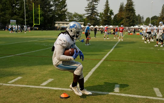 Lions running back LeGarrette Blount steps through a drill during joint practice with the Raiders.