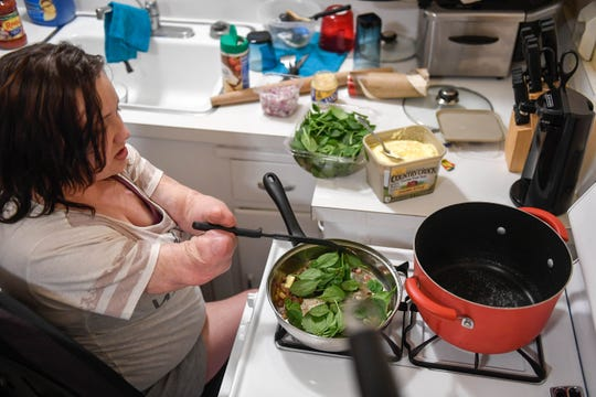 Exploring her passion for cooking, Kendra cooks dinner in the new apartment she shares with Wade Conway. Buying pre-chopped ingredients helps with the food preparation, but having to use kitchens that are not accessible presents its challenges.