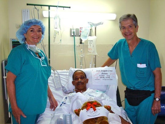 Dr. Robert Pascotto in the Dominican Republic with his wife, Joan, and a patient who needed a heart procedure.