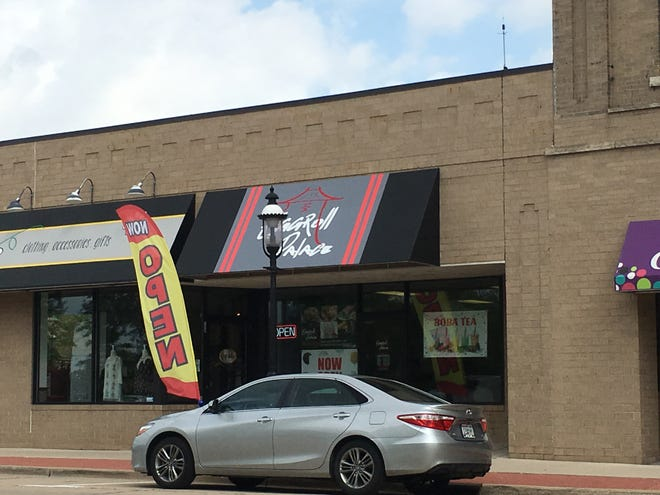 Eggroll Palace has succeeded infi.DELI.ty at 124 N. Broadway in De Pere. The new restaurant features egg rolls, egg roll bowls and boba tea.