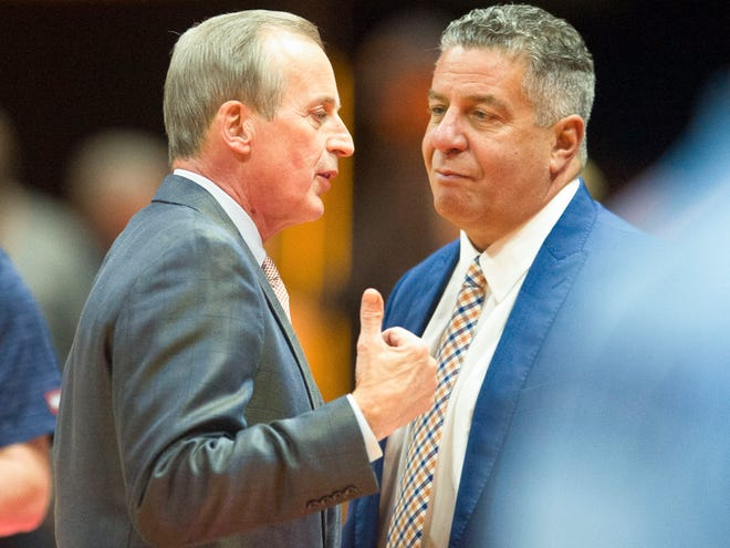 Tennessee coach Rick Barnes, left, talks with Auburn coach Bruce Pearl before the start of a game last season.