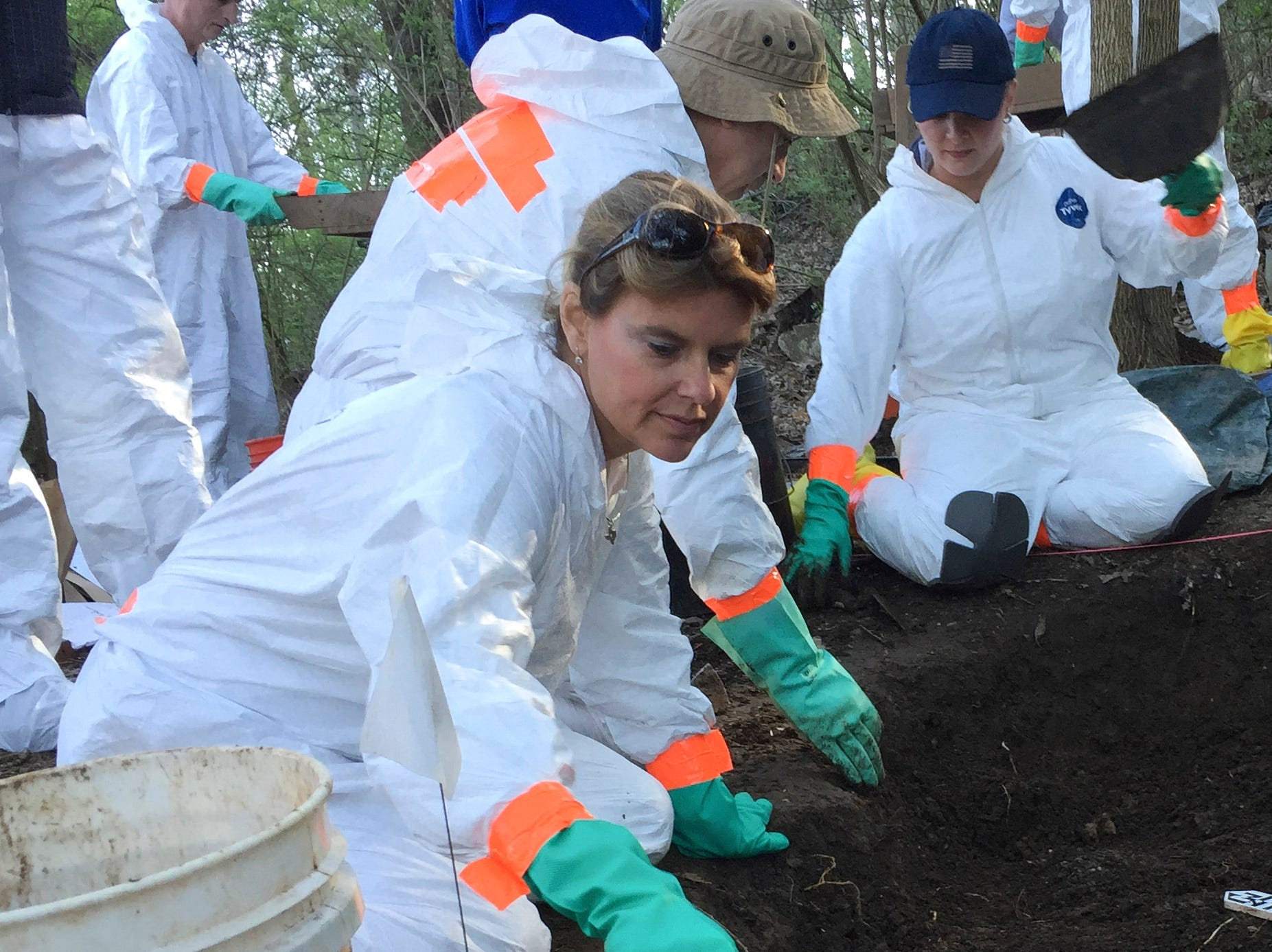 Leslie Kopper, special agent with the FBI in Denver, left, works with other members of the FBI Evidence Response Team to recover human remains during a training at the University of Tennessee Forensic Anthropology Center, often called the body farm, on Thursday, March 17, 2016. FBI agents from across the country are attending the weeklong training.