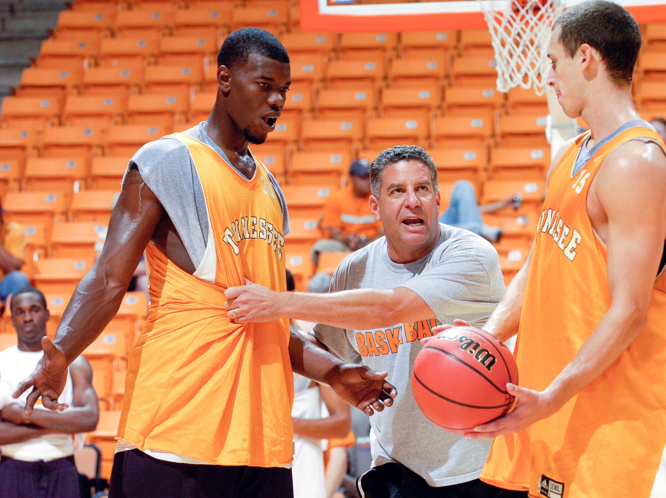 Bruce Pearl gives directions to Duke Crews, left, and Jordan Howell during a practice at Saturday at Thompson-Boling Arena in 2006.