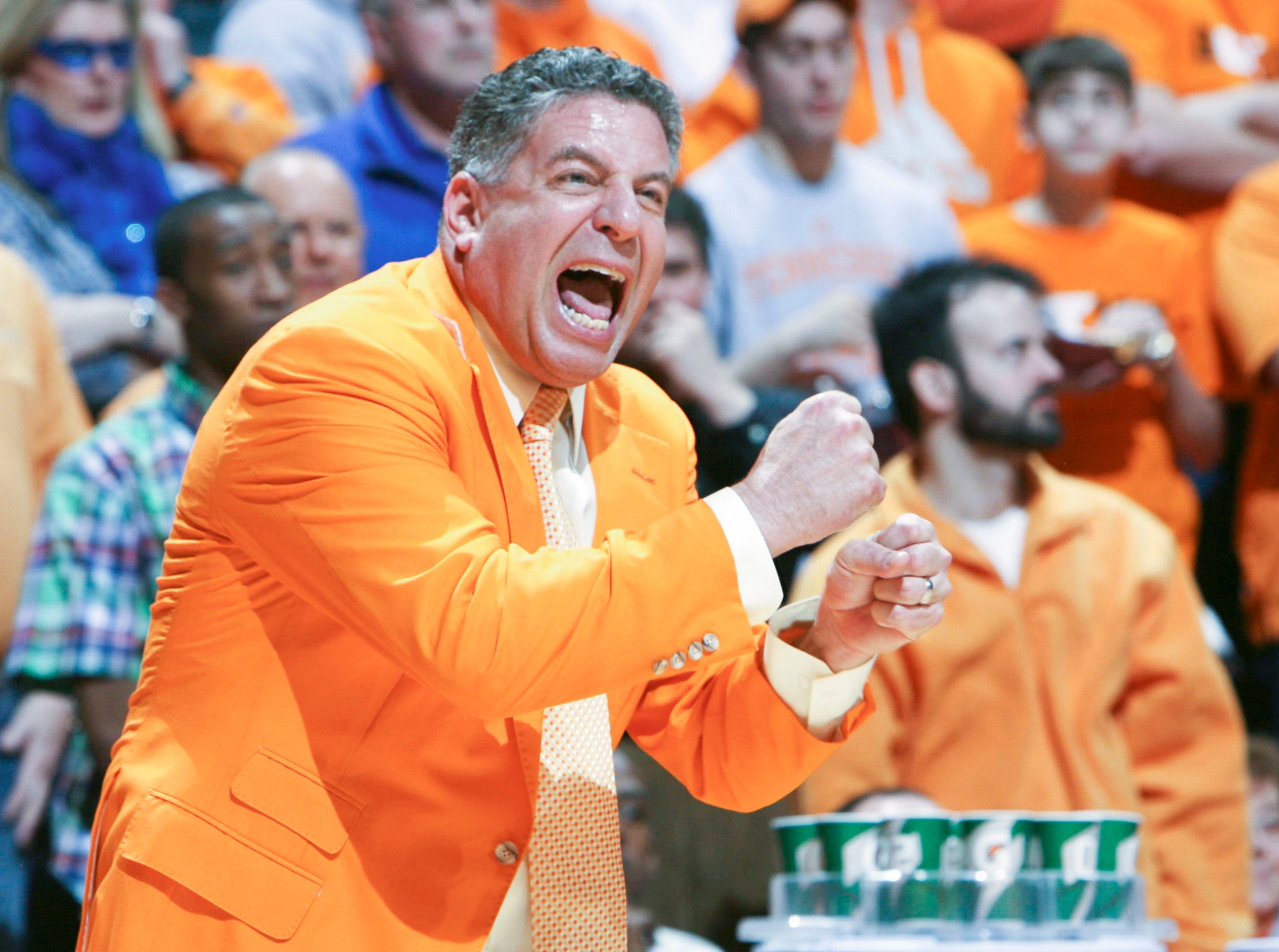 Tennessee head coach Bruce Pearl calls a play during the game against Kentucky at Thompson-Boling Arena Saturday, Feb. 27, 2010.  The Vols defeated the Wildcats 74-65.