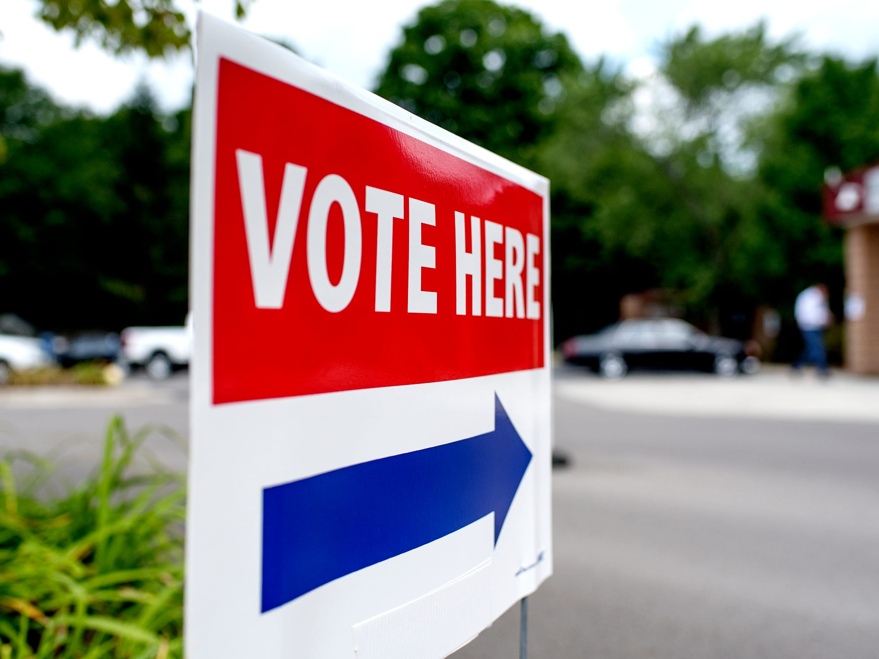 A sign outside guides voters to the polling place at University United Methodist on Tuesday, Aug. 7, 2018, in East Lansing.
