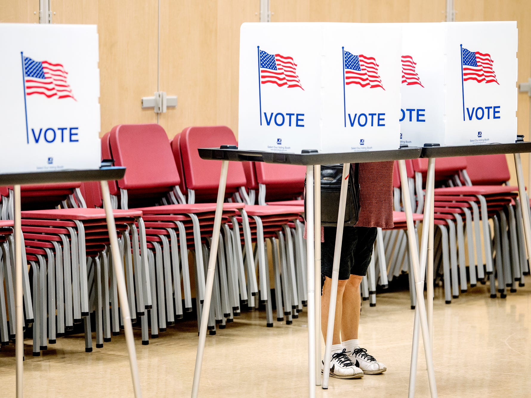 A voters fill out a ballot at a polling place in the band room at Pattengill School on Tuesday, Aug. 7, 2018, in Lansing.