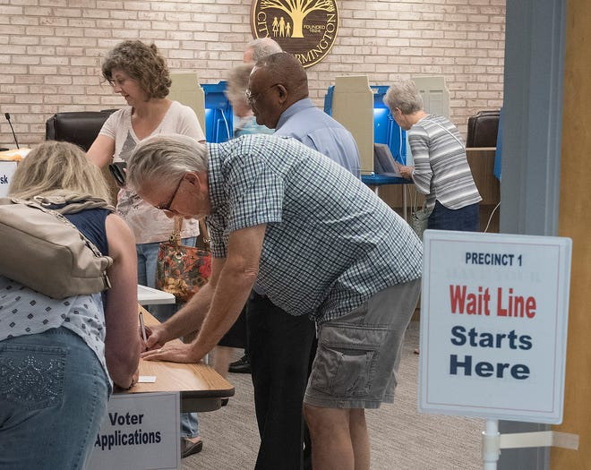 It's 3:25 p.m. at precinct 1 in Farmington, located at City Hall, and there's a crowd preparing to vote.