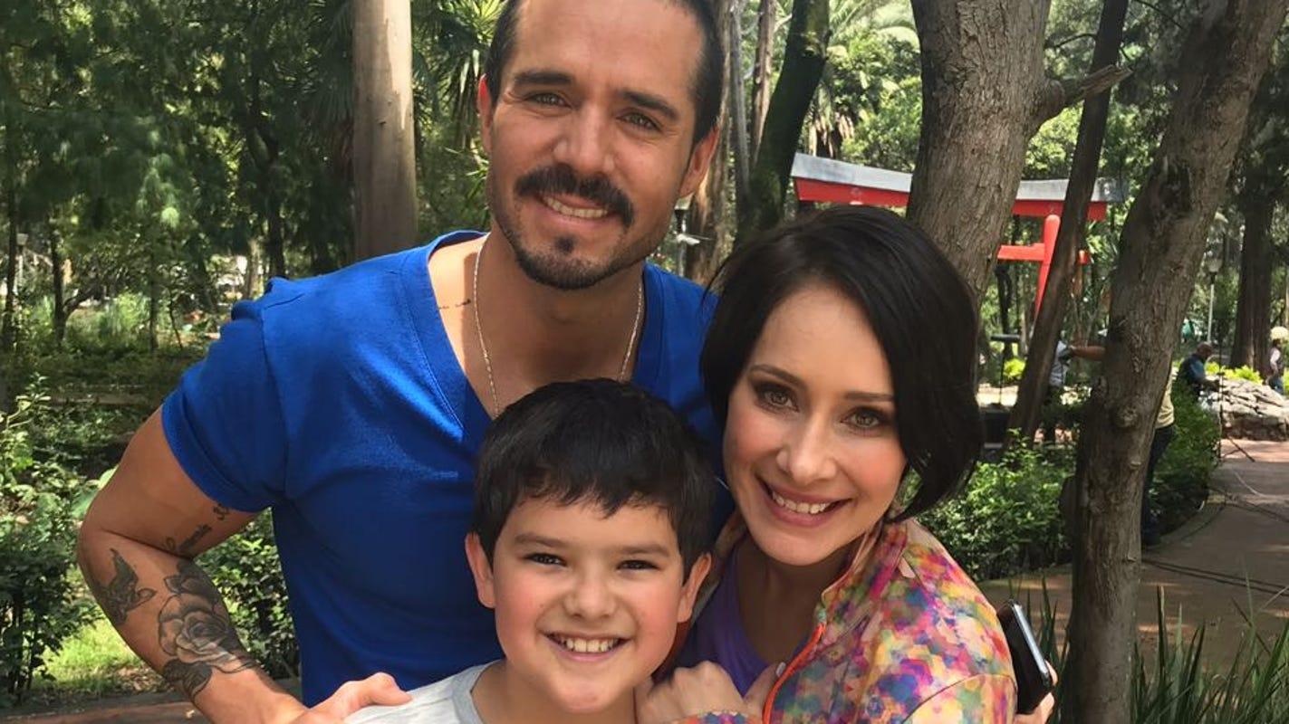 Gaby Carrilo celebran cumpleaños de josé ron y gaby carrillo en locación