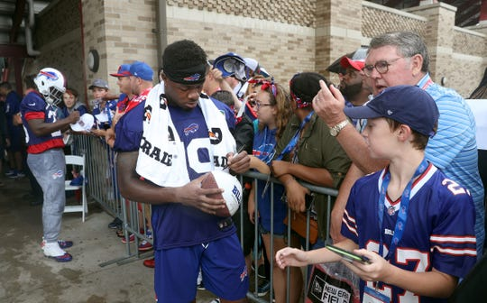 Newly acquired receiver Corey Coleman signs autographs for fans after his first practice with Buffalo.