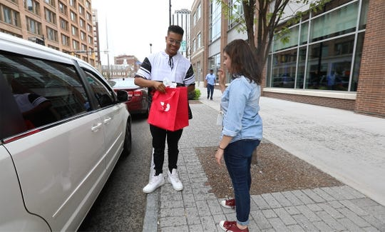 Mohamed Nur, with Door Dash, was the only driver who got out of his vehicle to give Sarah Taddeo the order.