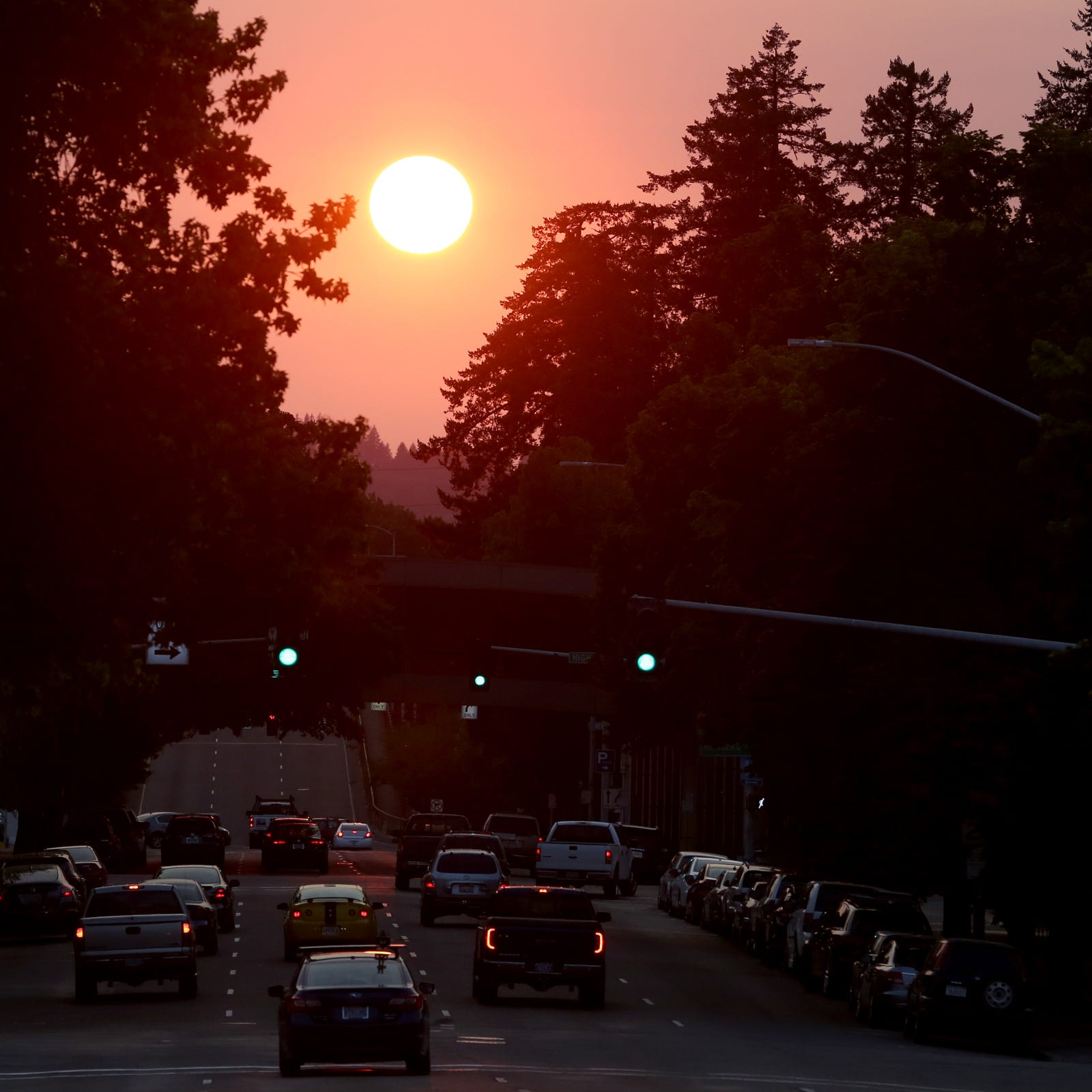 "Oregon air quality: Wildfire smoke returns to Salem, leads to ""unhealthy"" air"