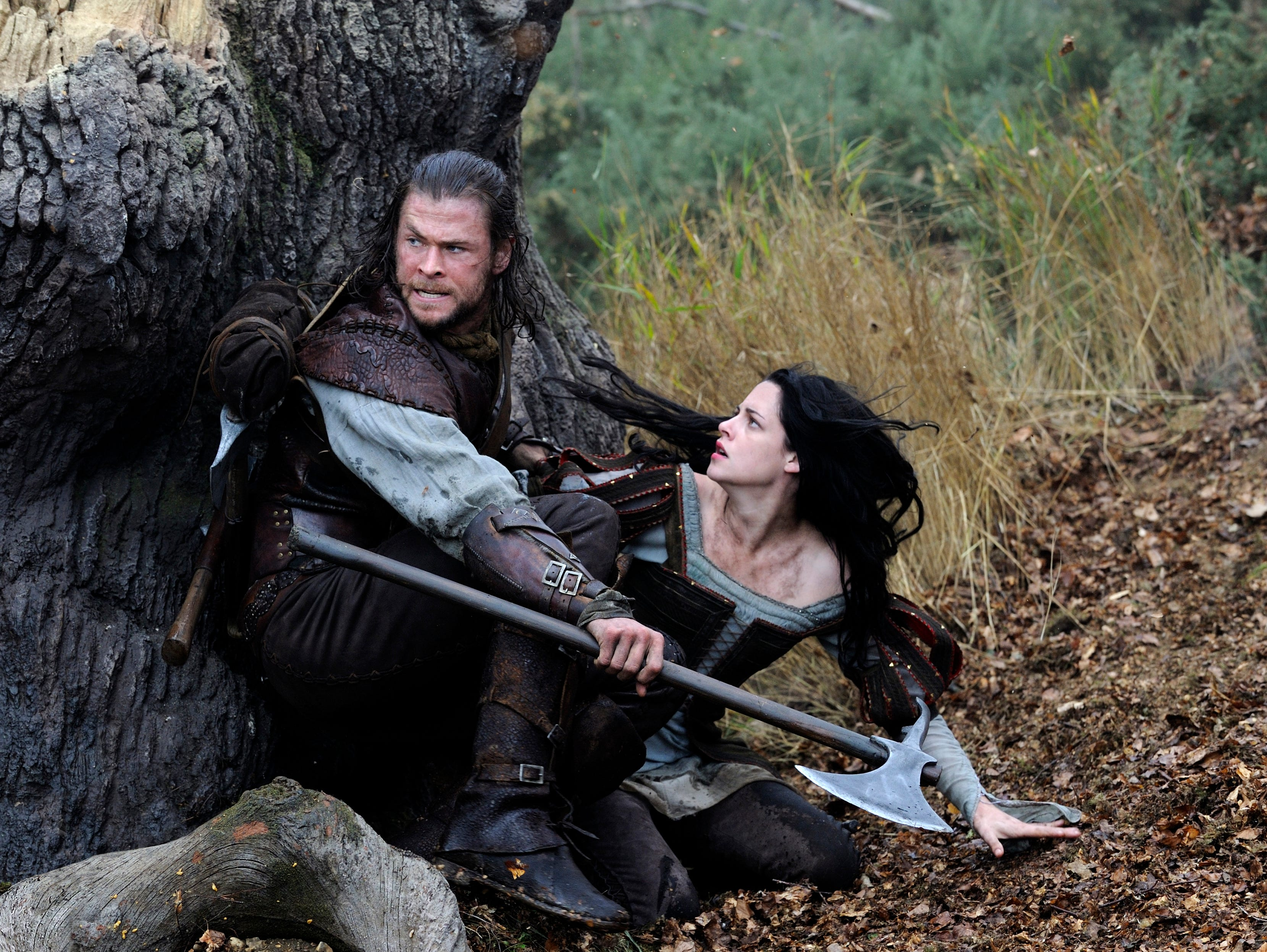 "ORG XMIT: NYET786 This film image released by Universal Pictures shows Chris Hemsworth, left, and Kristen Stewart in a scene from ""Snow White and the Huntsman"". (AP Photo/Universal Pictures, Alex Bailey)"