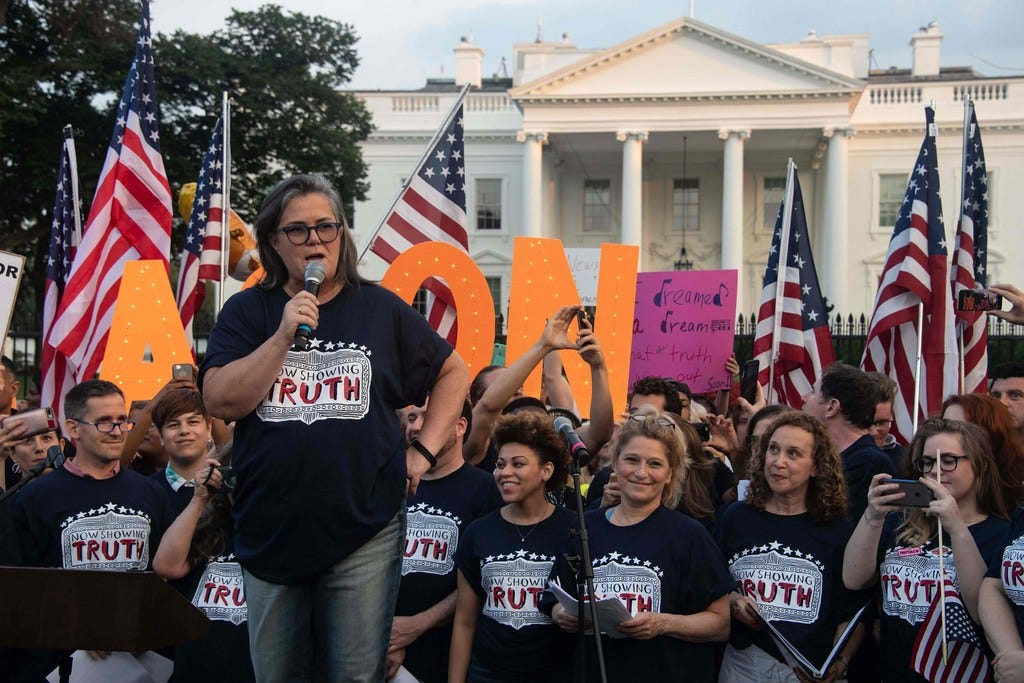 Rosie O'Donnell, Broadway singers protest outside White House