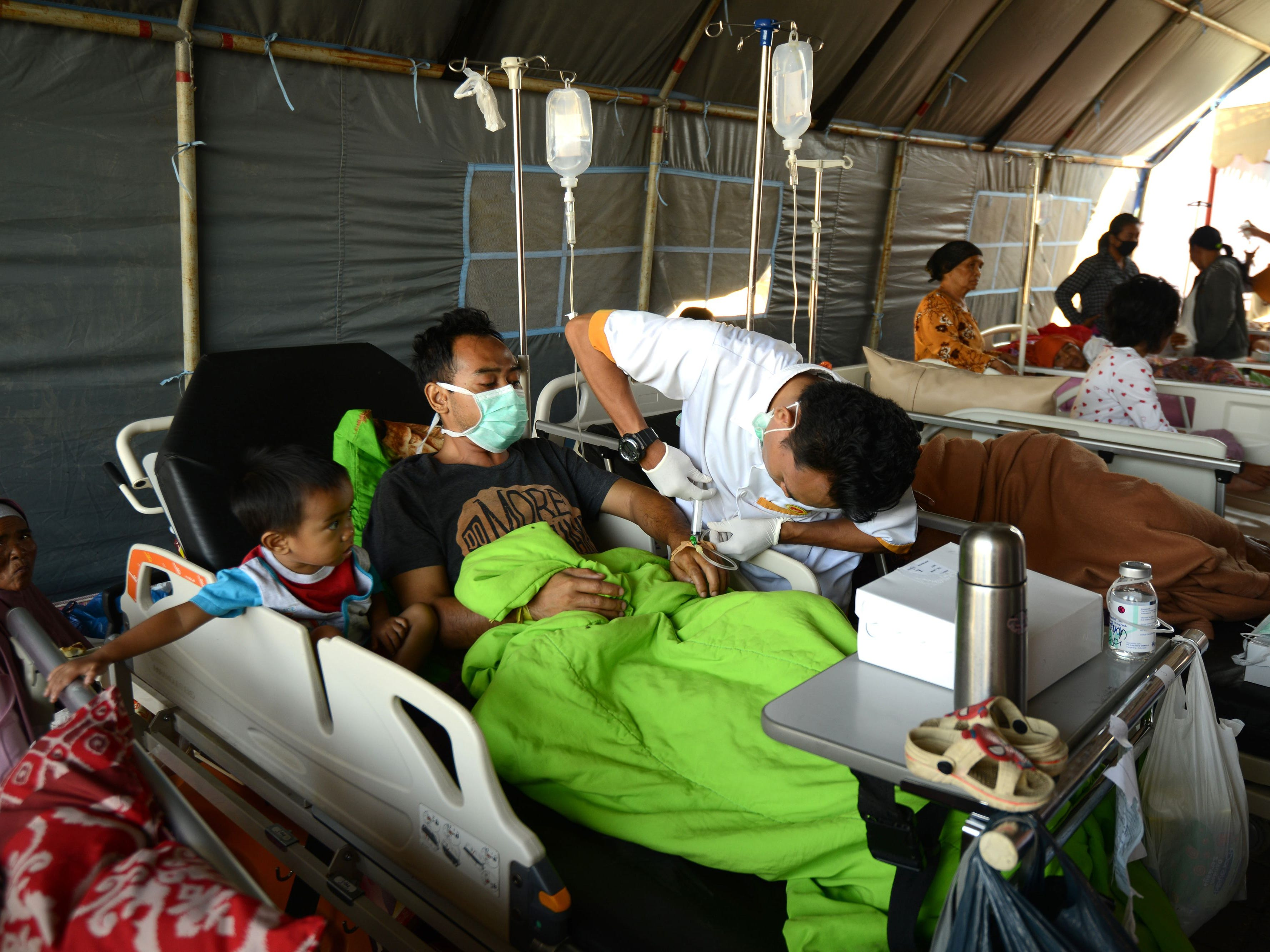 An earthquake survivor receives medical attention at the Moh. Ruslan hospital in Mataram on West Nusa Tenggara province on Aug. 7, 2018, after an earthquake struck the Indonesian holiday island of Lombok on Sunday.Indonesia on Aug. 6 sent rescuers fanning out across the holiday island of Lombok and evacuated more than 2,000 tourists after a powerful earthquake killed at least 98 people and damaged thousands of buildings.