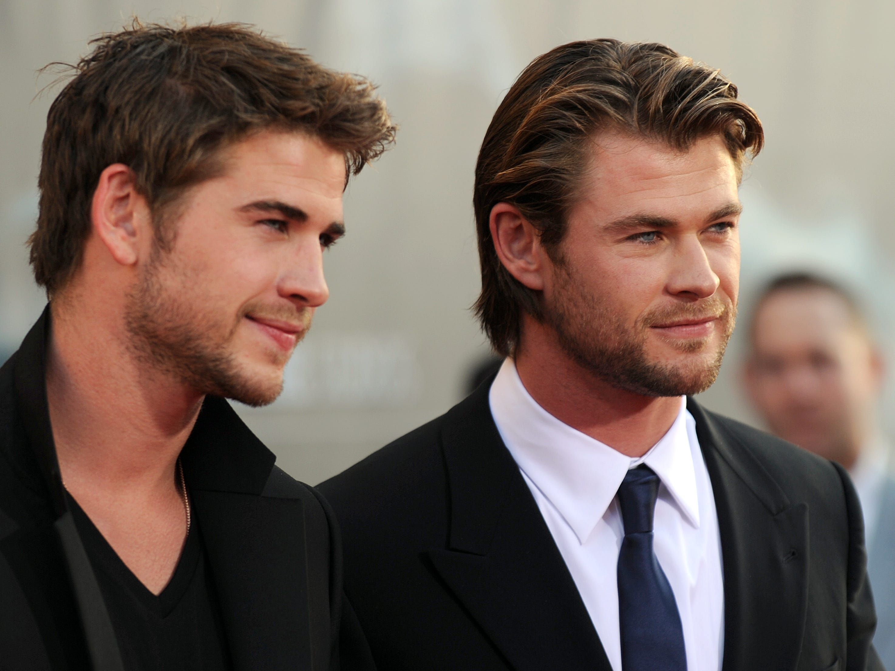 ORG XMIT: 112587881 Actors Luke Hemsworth and his brother Chris Hemsworth (R) arrive at the premiere of Thor in Hollywood, California on May 2, 2011. AFP PHOTO / GABRIEL BOUYS (Photo credit should read GABRIEL BOUYS/AFP/Getty Images) ORIG FILE ID: US-CINEMA-THOR