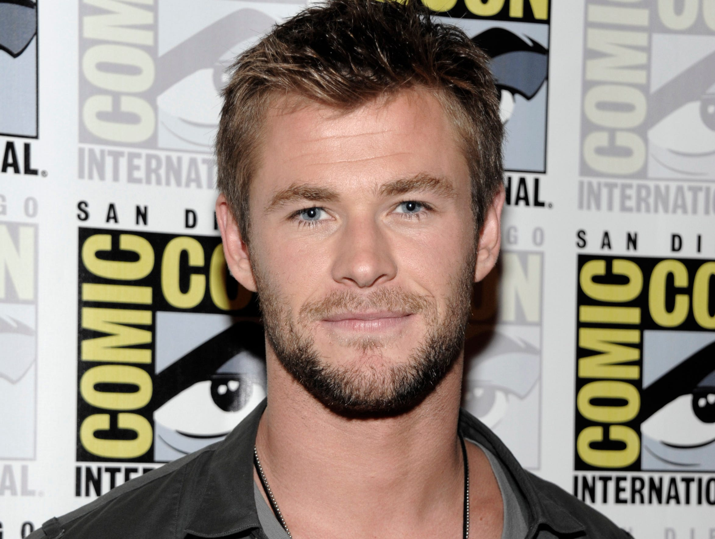 "ORG XMIT: CADS125 Actor Chris Hemsworth arrives at a press conference for his feature film ""Thor"" at Comic Con in San Diego, Calif. on Saturday, July 24, 2010. (AP Photo/Dan Steinberg)"