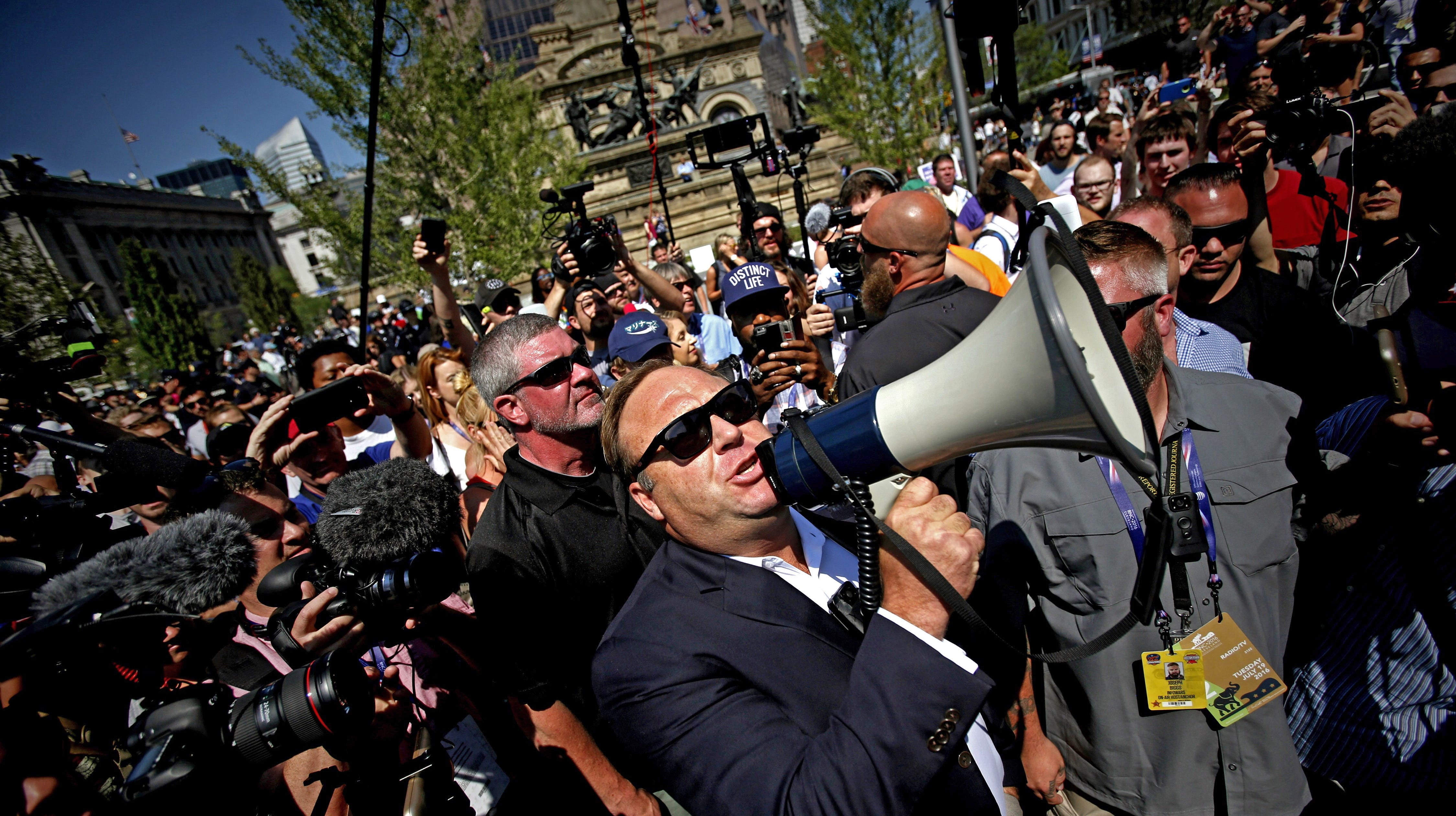 Why Facebook can stop Infowars and not break the First Amendment thumbnail