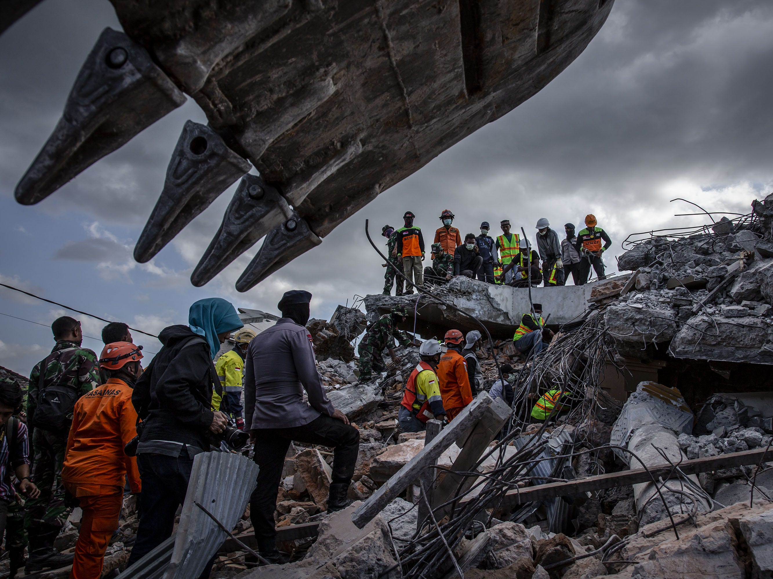 An Indonesian search and rescue team looking for victims at a collapsed mosque following an earthquake in Tanjung on Aug. 7, 2018 in Lombok Island, Indonesia.