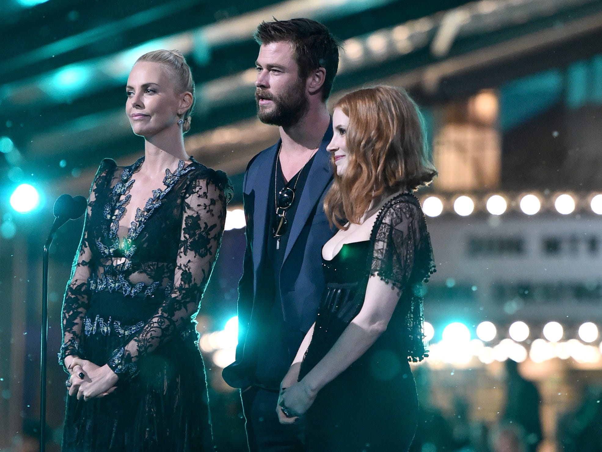 BURBANK, CALIFORNIA - APRIL 09:  (L-R) Actors Charlize Theron, Chris Hemsworth and Jessica Chastain speak onstage during the 2016 MTV Movie Awards at Warner Bros. Studios on April 9, 2016 in Burbank, California.  MTV Movie Awards airs April 10, 2016 at 8pm ET/PT.  (Photo by Alberto E. Rodriguez/Getty Images for MTV) ORG XMIT: 627631543 ORIG FILE ID: 520352336