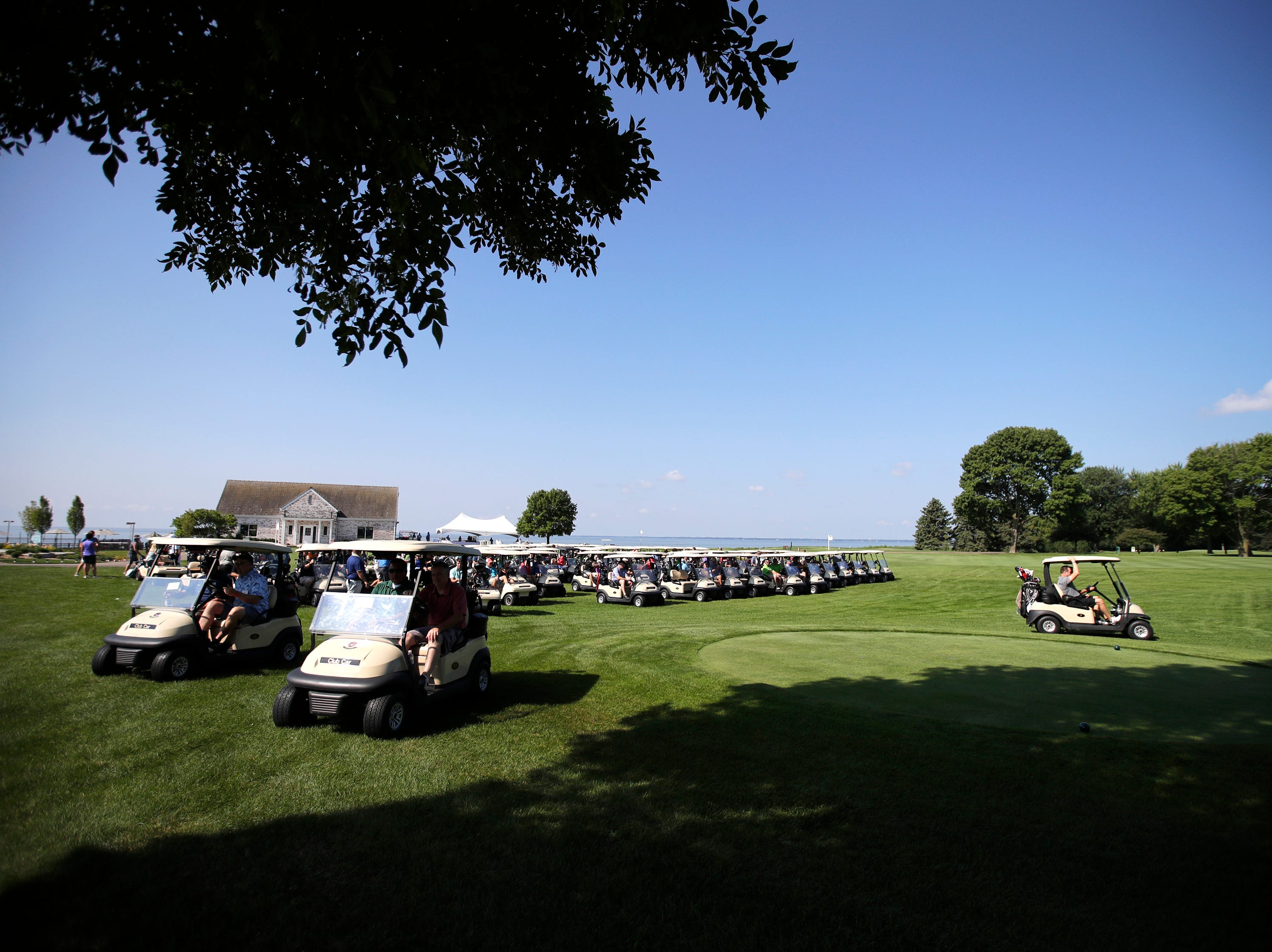 A scramble gets the U.S. Venture Open started Wednesday, Aug. 8, 2018, at North Shore Golf Club in Menasha, Wis.