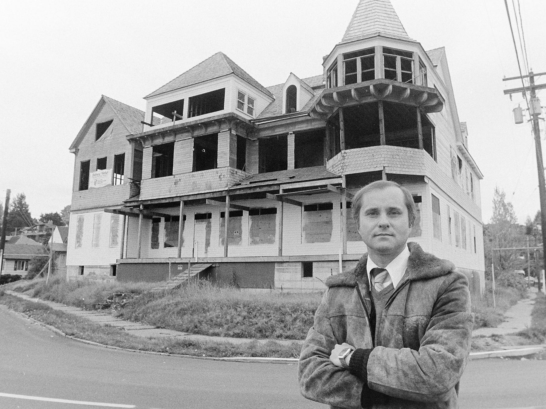 10/28/82Sidney Hotel
